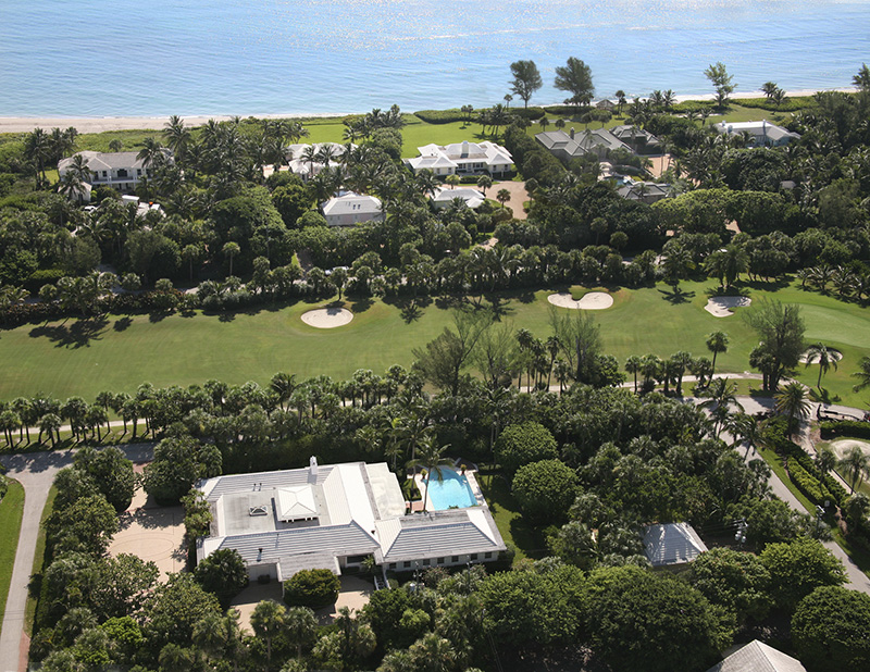 Moradia para Venda às Centrally Located Classic Jupiter Island Residence Jupiter Island, Florida,33455 Estados Unidos