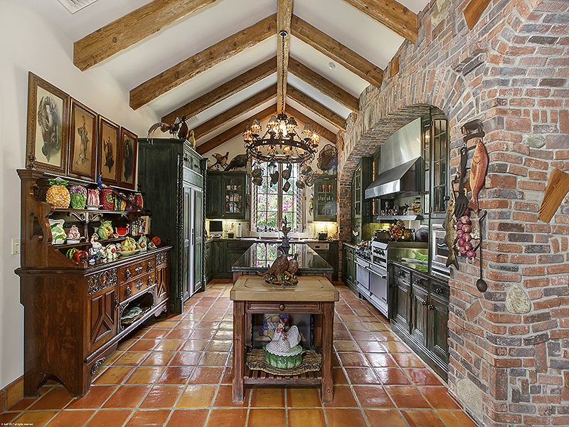 Additional photo for property listing at Tuscan Design Creates One-of-a-Kind Showstopper  Hobe Sound, Florida,33455 United States
