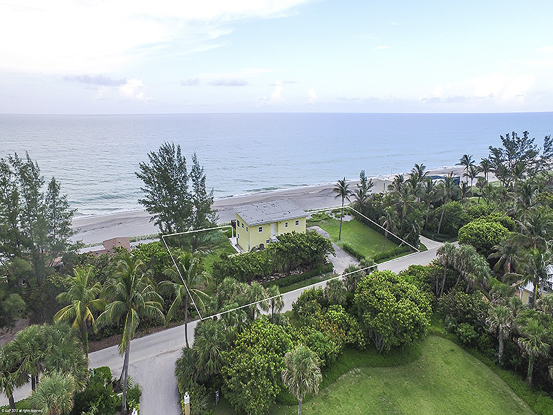 Additional photo for property listing at Renovated to Perfection in a Premium Oceanfront Location  Jupiter Island, Florida,33455 United States