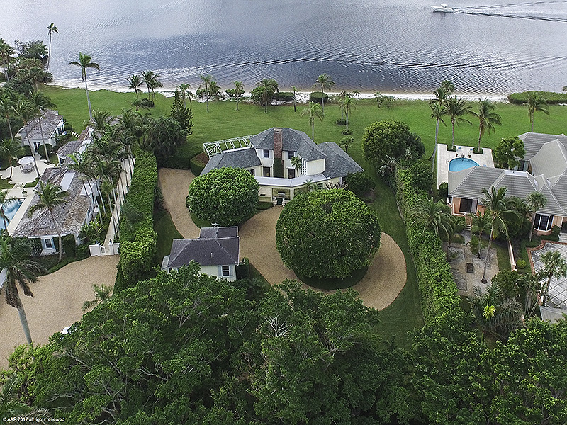 Additional photo for property listing at Scenic & Secluded Riverfront Living  Jupiter Island, Florida,33455 United States