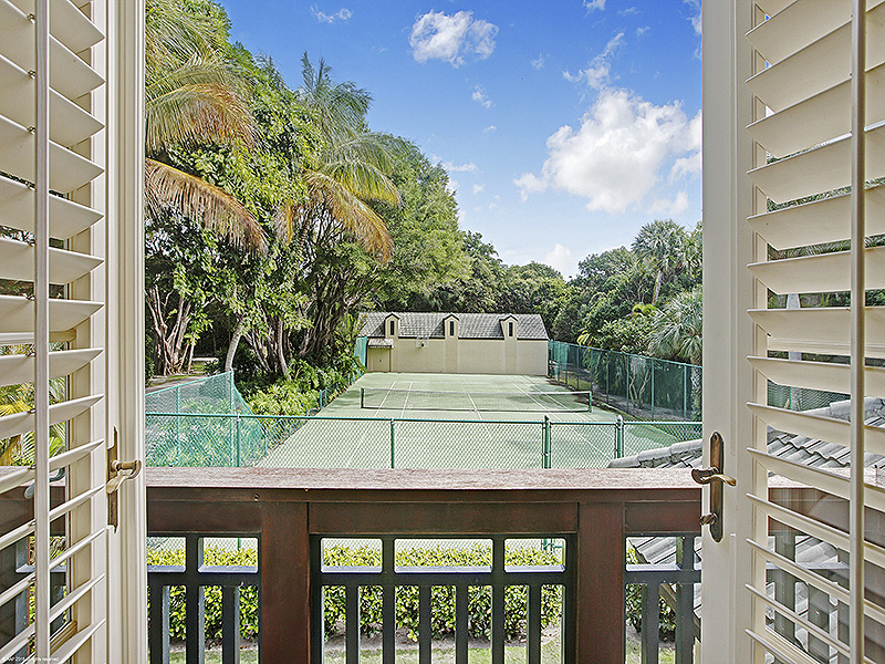 Additional photo for property listing at Waterside Estate Showcases Exquisite Craftsman Style Home  Jupiter Island, Florida,33455 United States