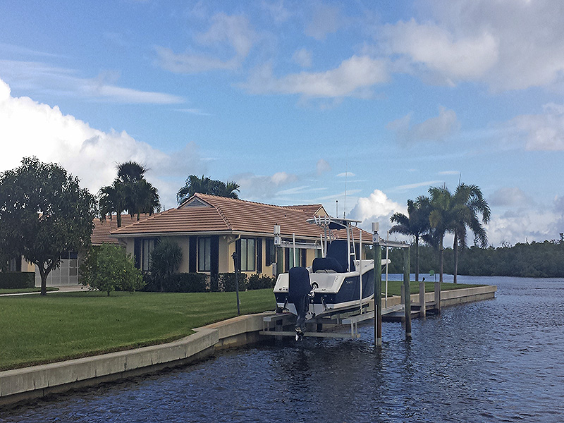 Additional photo for property listing at Direct Intracoastal Residence - The Soundings Yacht & Tennis  Hobe Sound, Florida,33455 United States